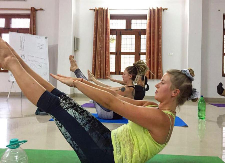 100 Hour Kundalini Yoga Course In Rishikesh Yogtravel