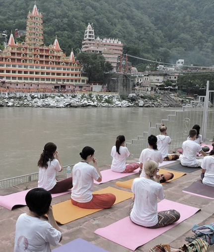 Why is Rishikesh considered to be a most affordable and perfect destination to learn yoga?