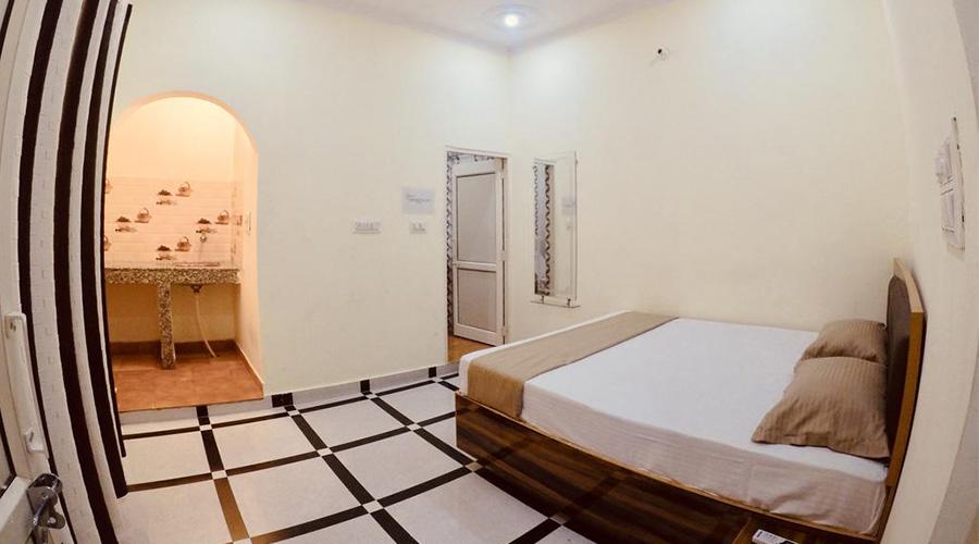 Cheap place to stay Thira Rishikesh
